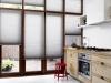 jasne plisy do okien w kuchni