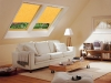 żółta roleta dachowa do okna